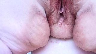 BBW Plug in Ass