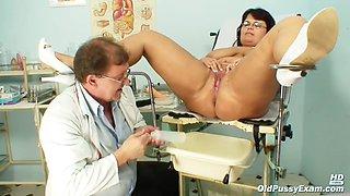 Mature Daniela (Old Pussy Exam)