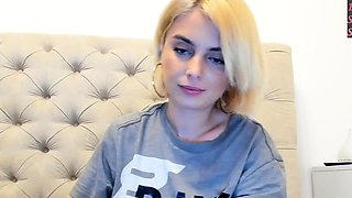 Yana teenage amateur naked blonde babe at home