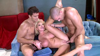 Dirty cop and two criminals have a wild threesome