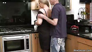 BBW pussy eaten in kitchen