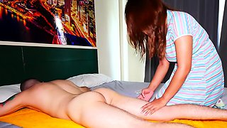 Amateur Thai MILF gives an oily massage to her client