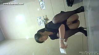 chinese girls go to toilet.142