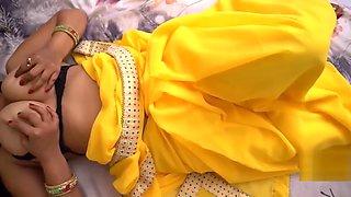 Big Boobs Indian Aunty in Sari