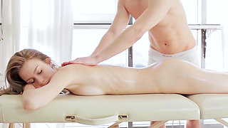 Dunya is having a really sexy massage with a happy ending.