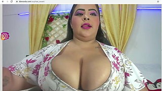 bbw with massive tits is chill on cam