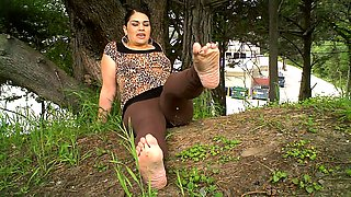 Sensual mature lady exposes her lovely feet in the outdoors
