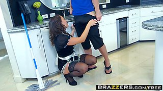 Brazzers - Real Wife Stories - Alena Croft Lily Love and Bruce Venture -  The Heat Wave