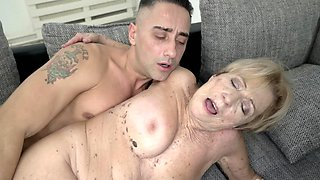 Short-haired mature welcomes youngster in her old cunt