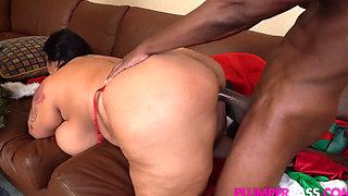 Busty BBW Latina MILF Sofia Gets Surprise Sex from a Massive Blackk Dick